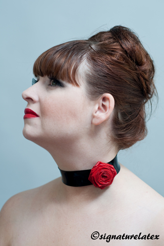 Latex choker with rose flower