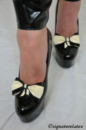Latex Shoe bow's White with black trim (E)